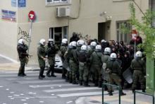 Solidarische gegen MAT vor dem Gericht in Athen