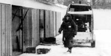 """Ein Entschärfer des LKA Thüringen am 26. Januar 1998 in Jena. Als das Bild entstand, war das """"Trio"""" schon weg."""