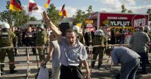 Hitlergruß während eines Naziaufmarsches in Hellersdorf