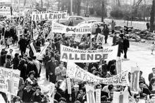 "Foto einer Demonstration mit ""Allende""-Transpis; vgl. https://www.facebook.com/photo.php?fbid=10153464656955470&set=a.10151008378485470.477359.580435469"