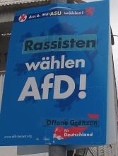 Verändertes Wahlplakat der AfD: Rassisten statt Realisten