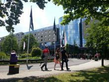 Szene vor dem Eingang zur FedCon, Bonn