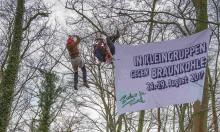 ZiT-Kletteraktion während der Schieneblockade in Köln am 1.April