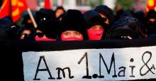 Erste Reihe bei der Revolutionären 1. Mai Demo