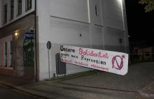 Solibanner in Polizeiauffahrt