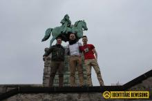 26.02.2017: Tim Beuter (Mitte) und Kreon Schweickhardt (rechts) an der Hohenzollernbrücke in Köln. (Quelle: Facebook)
